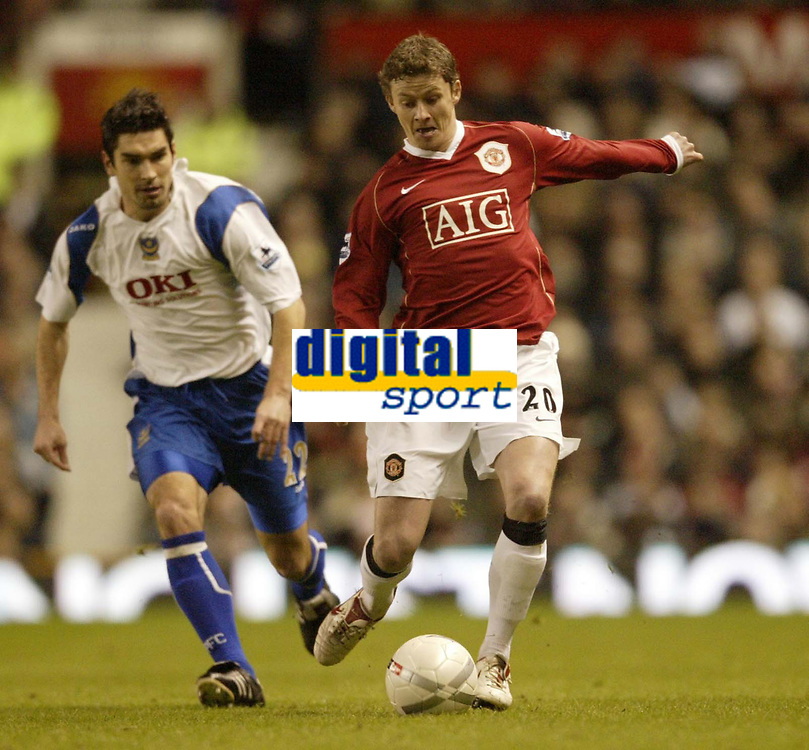 Photo: Aidan Ellis.<br /> Manchester United v Portsmouth. The FA Cup. 27/01/2007.<br /> Unoited's Ole Gunnar Solskjaer is closely watched by Pompey's Richrd Hughes