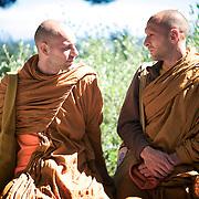 Moines des forêts. Vénérable Arnaud et son frère Mathieu sont les premiers initiés du Vénérable Nyanadharo