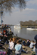 London, GREAT BRITAIN,  Crowds waiting for the start of the 2007 Boat Race on  Sat. April 7th. England [Photo Peter Spurrier/Intersport Images] Varsity Boat Race, Rowing Course: River Thames, Championship course, Putney to Mortlake 4.25 Miles,