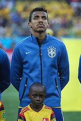 Luiz Gustavo canta hino nacional na partida entre Brasil x Croácia, na abertura da Copa do Mundo 2014, no Estádio Arena Corinthians, em São Paulo. FOTO: Jefferson Bernardes/ Agência Preview
