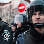 Brigade d'intervention en faction à proximité du palais présidentiel le mardi 3 décembre 2013 - Kiev, Ukraine.