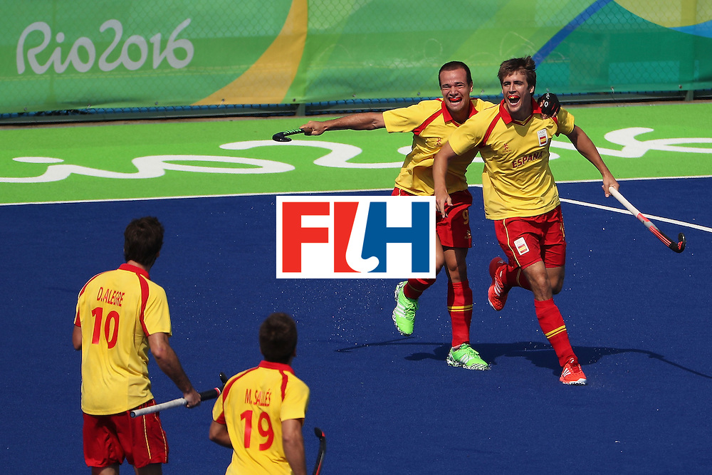 RIO DE JANEIRO, BRAZIL - AUGUST 09:  Alex Casasayas #21 of Spain celebrates with Alvaro Iglesias #9 after scoring a goal against New Zealand during the hockey game on Day 4 of the Rio 2016 Olympic Games at the Olympic Hockey Centre on August 9, 2016 in Rio de Janeiro, Brazil.  (Photo by Christian Petersen/Getty Images)