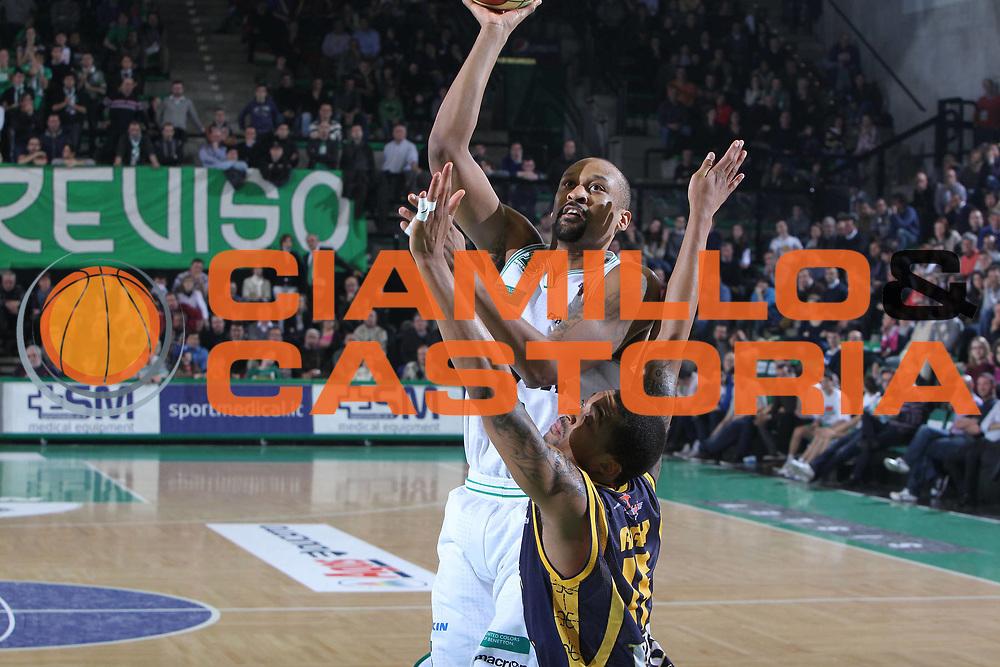 DESCRIZIONE : Treviso Lega A 2010-11 Benetton Treviso Fabi Shoes Montegranaro<br /> GIOCATORE : Devin Smith<br /> SQUADRA : Benetton Treviso<br /> EVENTO : Campionato Lega A 2010-2011 <br /> GARA : Benetton Treviso Fabi Shoes Montegranaro<br /> DATA : 06/02/2011<br /> CATEGORIA : Tiro<br /> SPORT : Pallacanestro <br /> AUTORE : Agenzia Ciamillo-Castoria/G.Contessa<br /> Galleria : Lega Basket A 2010-2011 <br /> Fotonotizia : Treviso Lega A 2010-11 Benetton Treviso Fabi Shoes Montegranaro<br /> Predfinita :