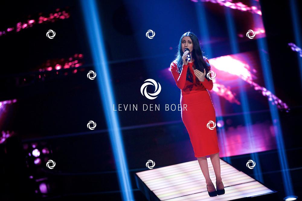HILVERSUM - In Studio 24 zijn de finales van Holland's Got Talent 2014. Met hier op de foto  zangeres Naaz Mohammad. FOTO LEVIN DEN BOER - PERSFOTO.NU