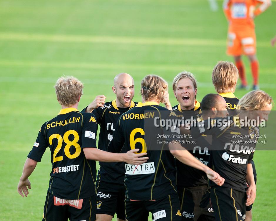 Honka juhlii maalia, vas. Rami Hakanpää, Sampo Koskinen. Honka - JJK. Veikkausliiga. Espoo 23.8.2010. Photo: Jussi Eskola
