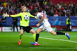 Vitolo of Sevilla has his headed sjot blocked by Kasper Schmeichel of Leicester City - Rogan Thomson/JMP - 22/02/2017 - FOOTBALL - Estadio Ramon Sanchez Pizjuan - Seville, Spain - Sevilla FC v Leicester City - UEFA Champions League Round of 16, 1st Leg.