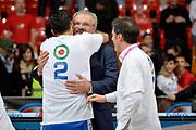 DESCRIZIONE : Final Eight Coppa Italia 2015 Finale Olimpia EA7 Emporio Armani Milano - Dinamo Banco di Sardegna Sassari<br /> GIOCATORE : Romeo Sacchetti Brian Sacchetti<br /> CATEGORIA : esultanza post game post game<br /> SQUADRA : Banco di Sardegna Sassari<br /> EVENTO : Final Eight Coppa Italia 2015<br /> GARA : Olimpia EA7 Emporio Armani Milano - Dinamo Banco di Sardegna Sassari<br /> DATA : 22/02/2015<br /> SPORT : Pallacanestro <br /> AUTORE : Agenzia Ciamillo-Castoria/Max.Ceretti