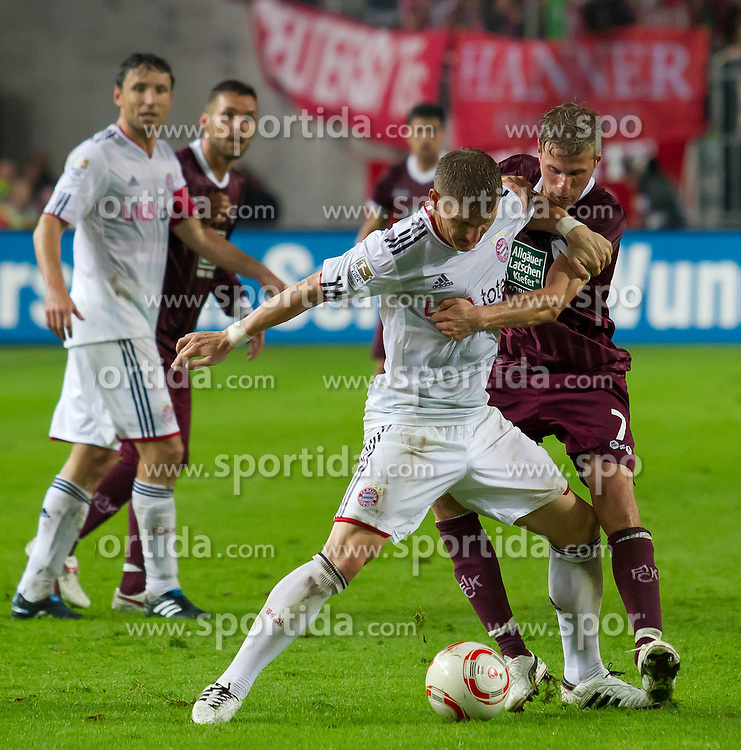 27.08.2010, Fritz Walter Stadion, Kaiserslautern, GER, 1. FBL, 1. FC Kaiserslautern vs FC Bayern München, im Bild Bastian Schweinsteiger, (FC Bayern München, #31) im Zweikampf mit Oliver Kirch, (1. FC Kaiserslautern, #07), EXPA Pictures © 2010, PhotoCredit: EXPA/ A. Neis / SPORTIDA PHOTO AGENCY