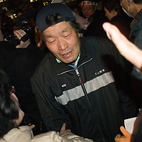 Minisiter Edano ask for evacuate women  from Fukushima who camp and occupy METI PART 2