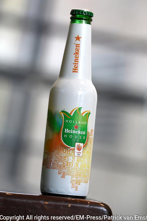 Persbijeenkomst mediacaf&eacute; Rio2016 in de Heineken Experience in Amsterdam<br /> <br /> Op de foto: Heinken fles voor Rio