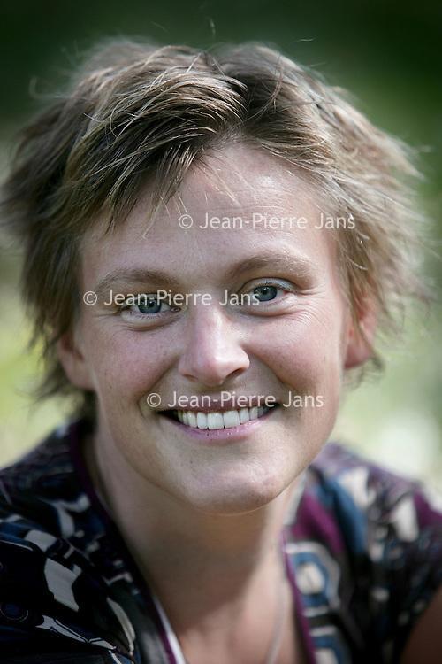 Nederland, Vianen , 17 september 2009..Martine Vonk..Martine is bezig met een promotieonderzoek naar waarden die uit het geloof voortkomen. ,,Ik bekijk de relatie van de Amish met duurzaamheid vanuit economisch, sociaal en ecologisch oogpunt'', vertelt ze. ,,Dat onderzoek gaat uit van het Instituut voor Milieuvraagstukken en het bezinningscentrum van de Vrije Universiteit in Amsterdam. .Martine Vonk is a candidate for a doctorate. She researches environmental values originating from religion.