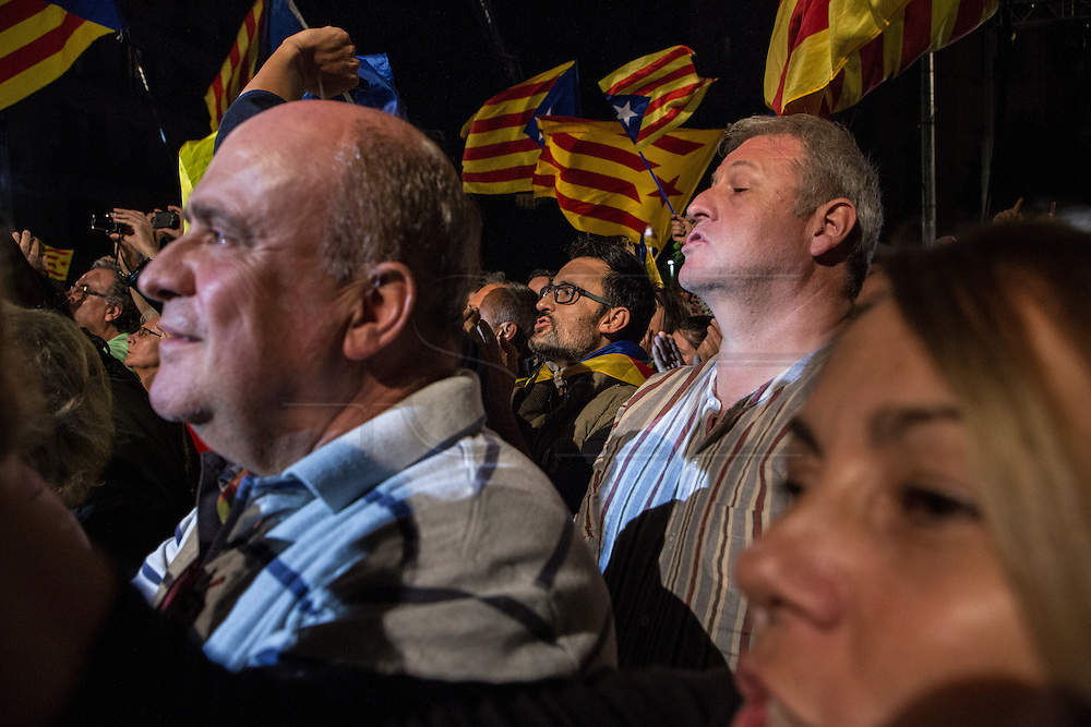 The Catalan party Together for Yes (Junts x Si) that claims for Catalonia's Independence wins the elections with majority, although the mandate is uncertain. People is celebrating Together for Yes has won 62 seats.