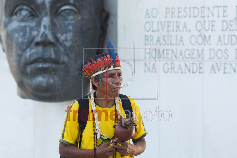Índios de várias etnias fazem protesto em frente ao STF, eles pedem a demarcação de suas terras. Nesta segunda-feira (14), na praça dos três poderes, em Brasília. Foto: Walterson Rosa/Framephoto