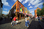 Dublin, Ireland, July 2006. Join traditional Irish musicians an a musical pub crawl and eat pub grub in the many pubs of Temple Bar. The city of Dublin is an attactive combination of colorful pubs with life music and good food, mixed with modern architecture and traditional buildings. Photo by Frits Meyst/Adventure4ever.com