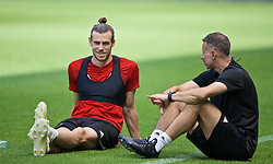 BUDAPEST, HUNGARY - Monday, June 10, 2019: Wales' captain Gareth Bale (L) and manager Ryan Giggs chat during a training session ahead of the UEFA Euro 2020 Qualifying Group E match between Hungary and Wales at the Ferencváros Stadion. (Pic by David Rawcliffe/Propaganda)