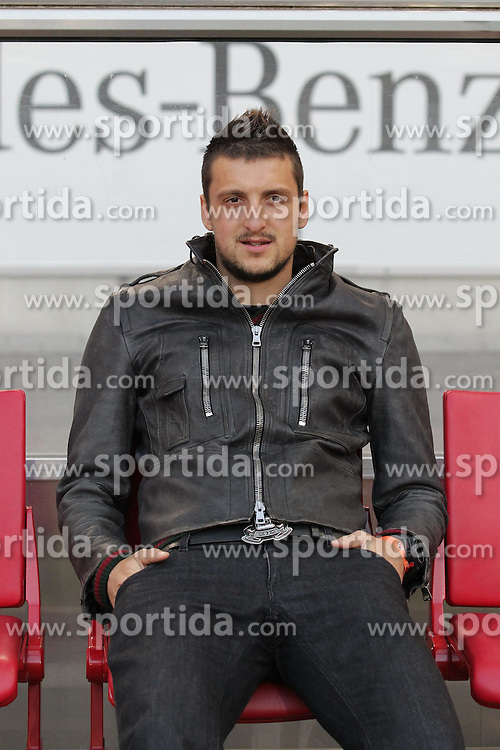 13.04.2012, Mercedes Benz Arena, Stuttgart, GER, 1. FBL, VfB Stuttgart vs SV Werder Bremen, 31. Spieltag, im Bild Zdravko KUZMANOVIC (VfB Stuttgart) durch seine Gelb-Sperre heute nur Zuschauer // during the German Bundesliga Match, 31th Round between VfB Stuttgart and SV Werder Bremen at the Mercedes Benz Arena. Stuttgart, Germany on 2012/04/13. EXPA Pictures © 2012, PhotoCredit: EXPA/ Eibner/ Eckhard Eibner    ATTENTION - OUT OF GER *****