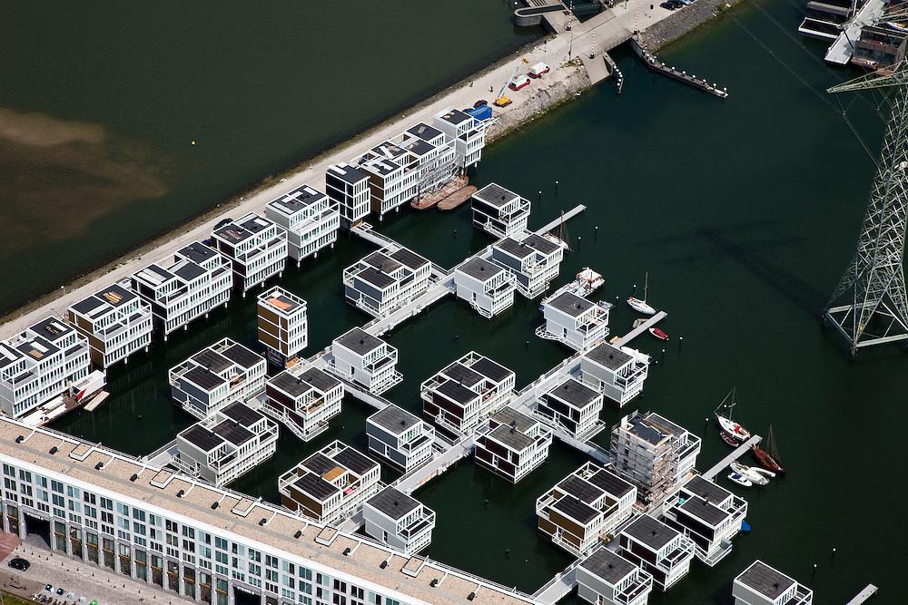 Nederland, Amsterdam, IJburg, 25-05-2010. Steigereiland met drijvende huizen. .Steigereiland with floating houses..luchtfoto (toeslag), aerial photo (additional fee required).foto/photo Siebe Swart
