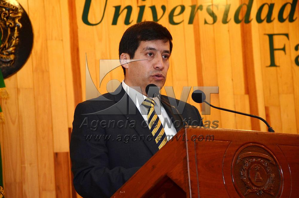 Toluca, México.- Raúl Vera Noguez, director de la Facultad de Ingeniería de la UAEM rindio su primer informe de labores. Agencia MVT / José Hernández