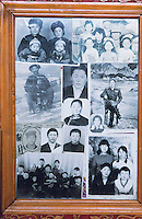 Mongolie. Province de Töv en hiver. Photo de famille dans une yourte. // Mongolia Töv province in winter. Family pictures inside the yurt.