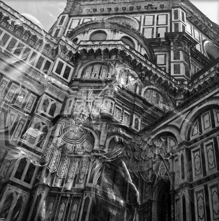 Italy - Italien - Mobile Digital Diary ITALIA / TOSKANA, Toscana (photos taken with iPhone) HIER: Florenz, Firenze - il DUOMO, der Dom, Spiegelung Fenster mit Engel, 19.08.2013; © Christian Jungeblodt