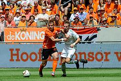 05-06-2010 VOETBAL: NEDERLAND - HONGARIJE: AMSTERDAM<br /> Nederland wint met 6-1 van Hongarije / Balazs Dzsudzsak en Rafael van der Vaart©2010-WWW.FOTOHOOGENDOORN.NL