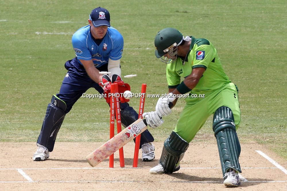 Ronnie Hira bowls Umar Akmal. Twenty20 Cricket, Auckland Aces v Pakistan, Colin Maiden Park, Auckland. Thursday 23 December 2010. Photo: Ella Brockelsby/photosport.co.nz
