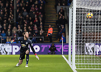 Football - 2017 / 2018 Premier League - Crystal Palace vs. Manchester United<br /> <br /> David De Gea (Manchester United) watches on helplessly as he is beaten by the shot from from Andros Townsend (Crystal Palace) at Selhurst Park.<br /> <br /> COLORSPORT/DANIEL BEARHAM