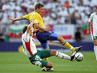 Fotball<br /> Euro 2004<br /> Portugal<br /> 14. juni 2004<br /> Foto: Witters/Digitalsport<br /> NORWAY ONLY<br /> Gruppe C<br /> Sverige v Bulgaria<br /> Stlilian PETROV, Anders SVENSSON