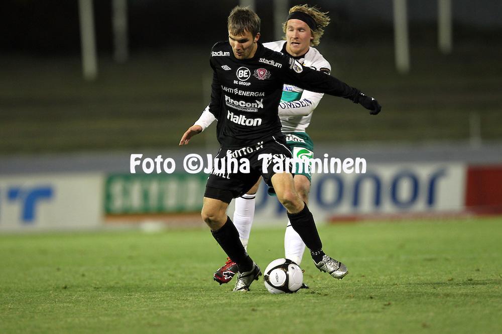 17.10.2010, Stadion, Lahti..Veikkausliiga 2010, FC Lahti - IFK Mariehamn..Jarkko V?rtt? (FC Lahti) v Wilhelm Ingves (MIFK)..©Juha Tamminen.