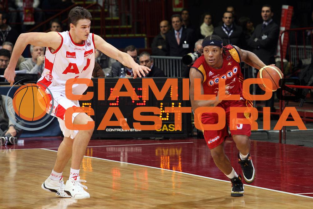 DESCRIZIONE : Milano Lega A1 2007-08 Armani Jeans Milano Lottomatica Virtus Roma<br /> GIOCATORE : David Hawkins<br /> SQUADRA : Lottomatica Virtus Roma<br /> EVENTO : Campionato Lega A1 2007-2008<br /> GARA : Armani Jeans Milano Lottomatica Virtus Roma<br /> DATA : 18/11/2007<br /> CATEGORIA : Palleggio<br /> SPORT : Pallacanestro<br /> AUTORE : Agenzia Ciamillo-Castoria/S.Ceretti