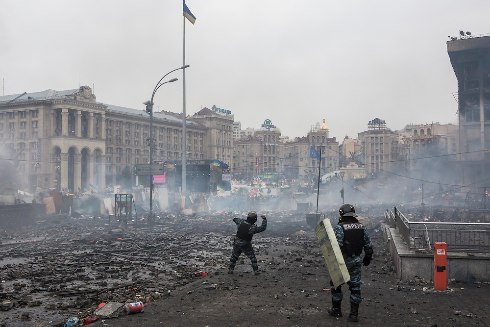 KIEV, UKRAINE - FEBRUARY 19: Berkut riot police throw stones at anti-government protesters, who are throwing rocks in return, on Independence Square on February 19, 2014 in Kiev, Ukraine. After several weeks of calm, violence has again flared between anti-government protesters and police as the Ukrainian parliament is meant to take up the question of whether to revert to the country's 2004 constitution. (Photo by Brendan Hoffman/Getty Images) *** Local Caption ***