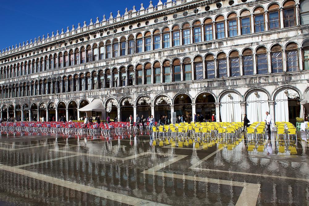 Acqua Alta in Saint Mark's Square, Venice, Italy. Phénomène d'Acqua Alta sur la Place St Marc, Venise, Italie.