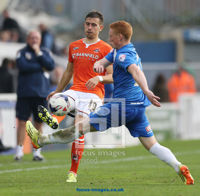 Michael Woods (r) of Hartlepool United and Oliver Lee of Luton Town during the Sky Bet League 2 match at Victoria Park, Hartlepool<br /> Picture by Simon Moore/Focus Images Ltd 07807 671782<br /> 03/10/2015