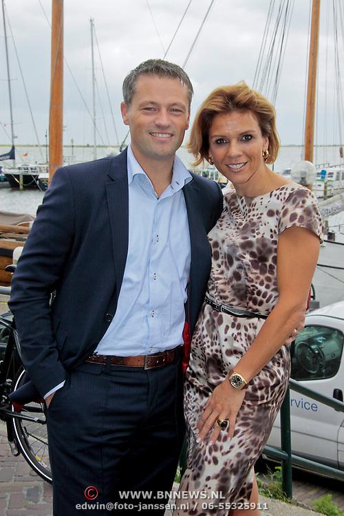NL/Volendam/20110914 - Jan Smit en Leontien van moorsel onthullen 100% NL magazine grootste oplage aller tijden, Leontien van Moorsel en partner Michael Zijlaard