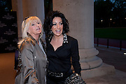 LIZ BREWER; NANCY DELL D'OLIO, The Veuve Clicquot Business Woman Of The Year Award, The Saatchi Gallery. Sloane Square. London. 28 April 2009