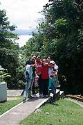 Visita de la escuela Manuel Benigno Higuero Guardia a Barro Colorado, la isla forestada más grande del Canal de Panamá, es parte del Monumento Natural Barro Colorado (BCNM) y es el sitio de una estación de investigación biológica de renombre internacional. La fauna silvestre de este lugar es extremadamente diversa.  Existen probablemente miles de especies de insectos y más de 120 especies de mamíferos, de las cuales casi la mitad son murciélagos.©Victoria Murillo/Istmophoto.com