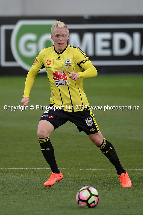 Phoenix's Adam Parkhouse in action during the Huawei Mobile Sister City Cup, Wellington Phoenix vs Beijing BG, Westpac Stadium, Wellington, Tuesday 13th February 2017. Copyright Photo: Raghavan Venugopal / www.photosport.nz