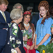 NLD/Leeuwarden/20180908 - Koning Willem Alexander en Beatrix aanwezig bij premiere de Stormruiter, Prinses Beatrix en Koning Willem Alexander met Ellen ten Damme