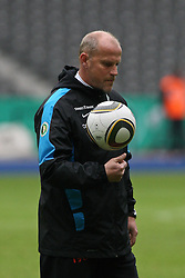 14.05.2010, Olympia Stadion, Berlin, GER, DFB Pokal Finale 2010,  Werder Bremen vs Bayern Muenchen, Training im Bild  .Thomas Schaaf (Werder Bremen-Trainer)   EXPA Pictures © 2010, PhotoCredit: EXPA/ nph/   Hammes / SPORTIDA PHOTO AGENCY