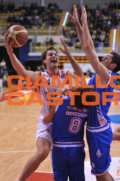 DESCRIZIONE : Biella Lega A 2011-12 Angelico Biella Banco di Sardegna Sassari<br /> GIOCATORE : Goran Jurak<br /> SQUADRA : Angelico Biella<br /> EVENTO : Campionato Lega A 2011-2012<br /> GARA : Angelico Biella Banco di Sardegna Sassari<br /> DATA : 03/01/2012<br /> CATEGORIA : Penetrazione Tiro<br /> SPORT : Pallacanestro<br /> AUTORE : Agenzia Ciamillo-Castoria/S.Ceretti<br /> Galleria : Lega Basket A 2011-2012<br /> Fotonotizia : Biella Lega A 2011-12 Angelico Biella Banco di Sardegna Sassari<br /> Predefinita :