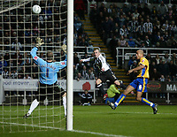 Photo: Andrew Unwin.<br />Newcastle United v Mansfield Town. The FA Cup.<br />07/01/2006.<br />Newcastle's Stephen Carr (C) fires his shot over the bar.