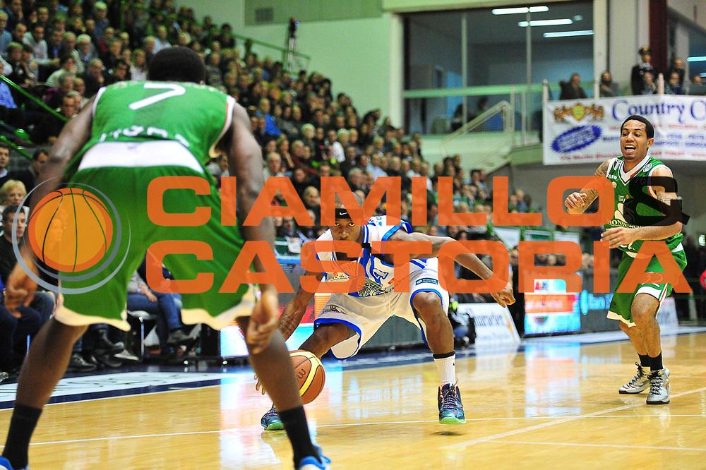 DESCRIZIONE : LegaBasket Serie A 2013-14 Dinamo Banco di Sardegna Sassari - Montepaschi Siena<br /> GIOCATORE : Marques Green<br /> CATEGORIA : Palleggio Penetrazione<br /> SQUADRA :  Dinamo Banco di Sardegna Sassari<br /> EVENTO : Campionato Serie A 2013-14<br /> GARA : Dinamo Banco di Sardegna Sassari - Montepaschi Siena<br /> DATA : 22/12/2013<br /> SPORT : Pallacanestro <br /> AUTORE : Agenzia Ciamillo-Castoria / M.Turrini<br /> Galleria : Lega Basket Serie A Beko 2013-2014  <br /> Fotonotizia : LegaBasket Serie A 2013-14 Dinamo Banco di Sardegna Sassari - Montepaschi Siena<br /> Predefinita :