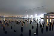 USA, Nordamerika, New York, New York City, Manhattan, Chelsea, Hudson River, im Hintergrund Sportcenter 'Chelsea Piers' Golfballabfangzaun (digital photo: 3200 ASA/ 36 DIN )