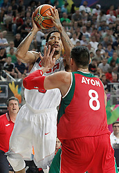 06.09.2014, City Arena, Barcelona, ESP, FIBA WM, USA vs Mexiko, im Bild USA's Derrick Rose (l) and Mexico's Gustavo Ayon // during FIBA Basketball World Cup Spain 2014 match between USA and Mexico at the City Arena in Barcelona, Spain on 2014/09/06. EXPA Pictures © 2014, PhotoCredit: EXPA/ Alterphotos/ Acero<br /> <br /> *****ATTENTION - OUT of ESP, SUI*****