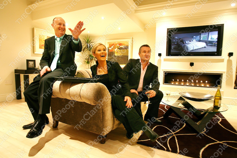 Sharon Ni Bheolain ,Special Guest with I Homes Directors Mark O'Callaghan (left) and  Bennie Fitzgibbon (right) at the Official opening of the I Homes Showrooms at the Quin Road Business Park on Monday.<br /><br />Photograph by Eamon Ward