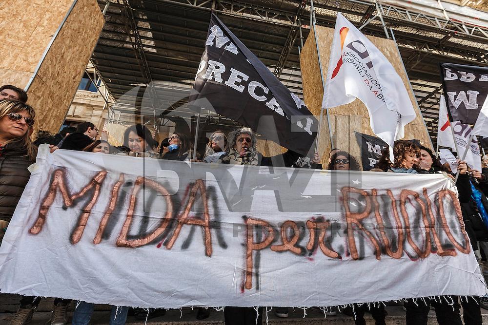 ROMA, ITÁLIA, 12.01.2016: PROTESTO-ITÁLIA - Professores italianos realizam protesto contra o ministro da Educação e a reforma educacional no país, nesta terça-feira (12), em Roma. (Foto: Giuseppe Ciccia/Brazil Photo Press)