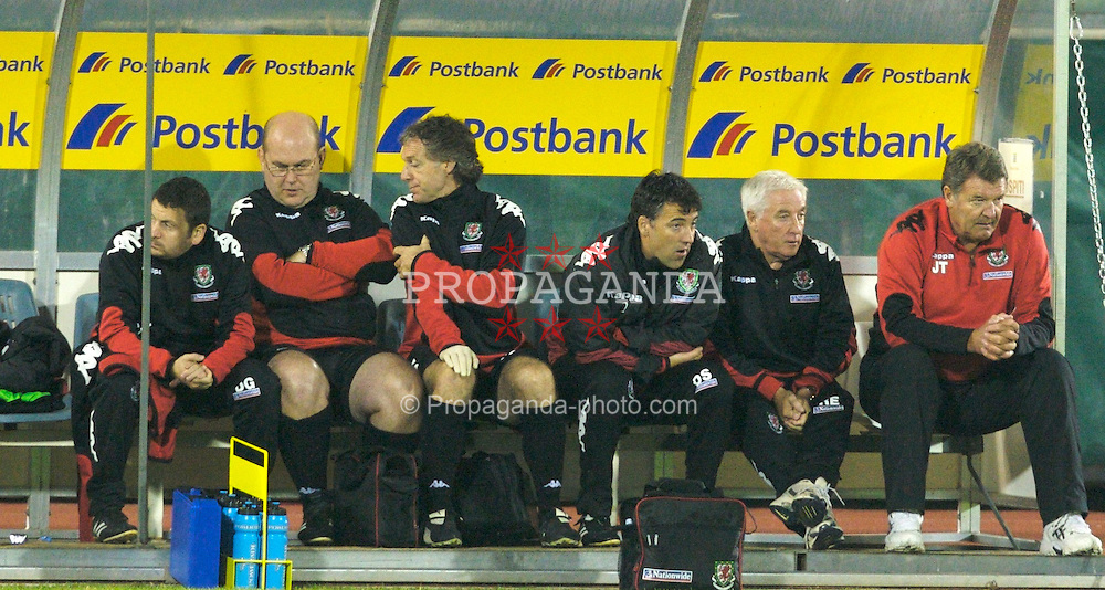 San Marino, San Marino - Wednesday, October 17, 2007: Wales' manager John Toshack with R-L assistant coach Roy Evans, assistant coach Dean Saunders, physiotherapist Mel Pejic, Doctor Mark Ridgewell, equipment manager David Griffiths during the Group D UEFA Euro 2008 Qualifying match against San Marino at the Serravalle Stadium. (Photo by David Rawcliffe/Propaganda)