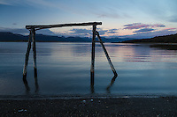 CANAL MOAT AL AMANECER, SISTEMA DE SENALIZACION EN MADERA, USHUAIA, PROVINCIA DE TIERRA DEL FUEGO, ARGENTINA (PHOTO BY © MARCO GUOLI - ALL RIGHTS RESERVED. CONTACT THE AUTHOR FOR ANY KIND OF IMAGE REPRODUCTION)