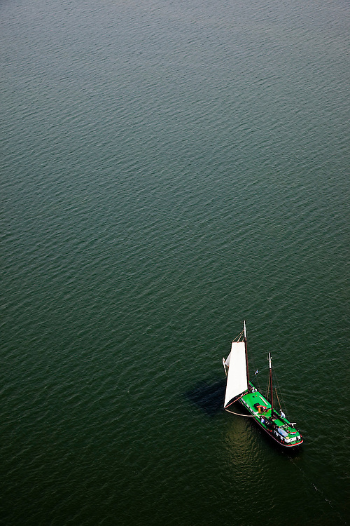 Nederland, Noord-Holland, Waterland, 28-04-2010; Zeilschip (charter) gaat overstag op het Markermeer, ter hoogte van Uitdam..Sailboat is tacked on  inner sea IJsselmeer, near Uitdam.luchtfoto (toeslag), aerial photo (additional fee required).foto/photo Siebe Swart