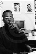 Berlin, DEU, 29.10.1993: Jazz Music , Lester Bowie mit Zigarre und Dizzy Gillespie mit Zigarre im Bilderrahmen, Bild, Interview, Quasimodo, Berlin, 29.10.1993 ( Keywords: Musiker ; Musician ; Musik ; Music ; Jazz ; Jazz ; Kultur ; Culture ) ,  [ Photo-copyright: Detlev Schilke, Postfach 350802, 10217 Berlin, Germany, Mobile: +49 170 3110119, photo@detschilke.de, www.detschilke.de - Jegliche Nutzung nur gegen Honorar nach MFM, Urhebernachweis nach Par. 13 UrhG und Belegexemplare. Only editorial use, advertising after agreement! Eventuell notwendige Einholung von Rechten Dritter wird nicht zugesichert, falls nicht anders vermerkt. No Model Release! No Property Release! AGB/TERMS: http://www.detschilke.de/terms.html ]